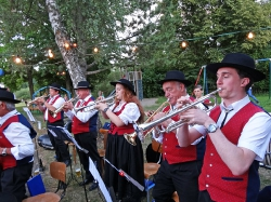 MV Harmonie Tennenbronn beim Dorfbesen in Locherhof_10