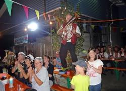 MV Harmonie Tennenbronn beim Dorfbesen in Locherhof_14
