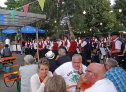 MV Harmonie Tennenbronn beim Dorfbesen in Locherhof_6