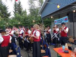 MV Harmonie Tennenbronn beim Dorfbesen in Locherhof_7