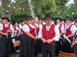 MV Harmonie Tennenbronn beim Dorfbesen in Locherhof_8