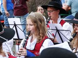 MV Harmonie Tennenbronn beim Dorfbesen in Locherhof_9
